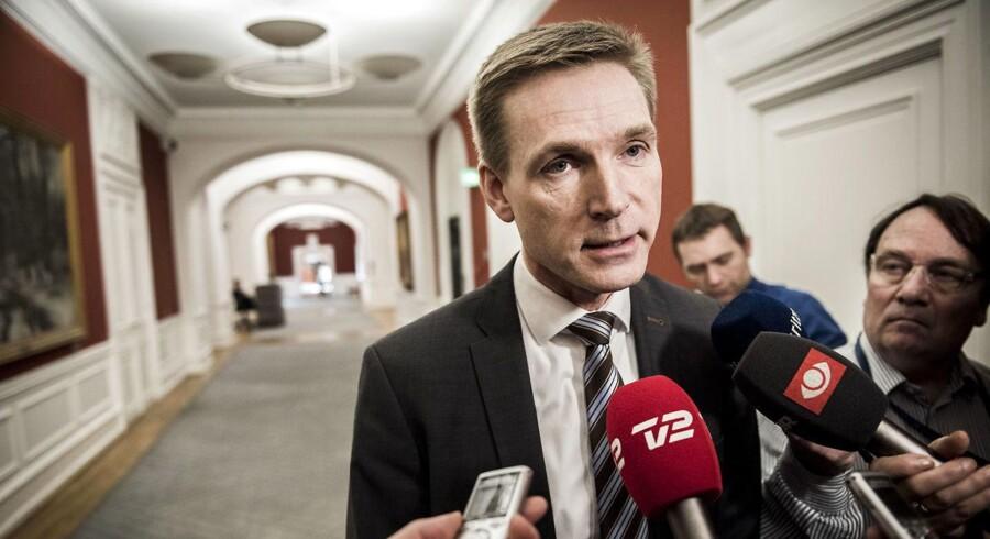 »Jeg synes, vi skulle koncentrere os om det politiske frem for den her personjagt, som det har udviklet sig til på Eva Kjer Hansen,« sagde Kristian Thulesen Dahl på vej til forhandlinger i Statsministeriet.