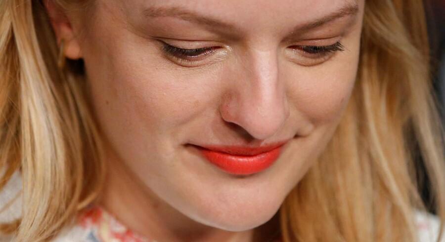 »Sex er altid svært og akavet at filme,« siger Elisabeth Moss, der spiller overfor danske Claes Bang i »The Square« . REUTERS/Stephane Mahe