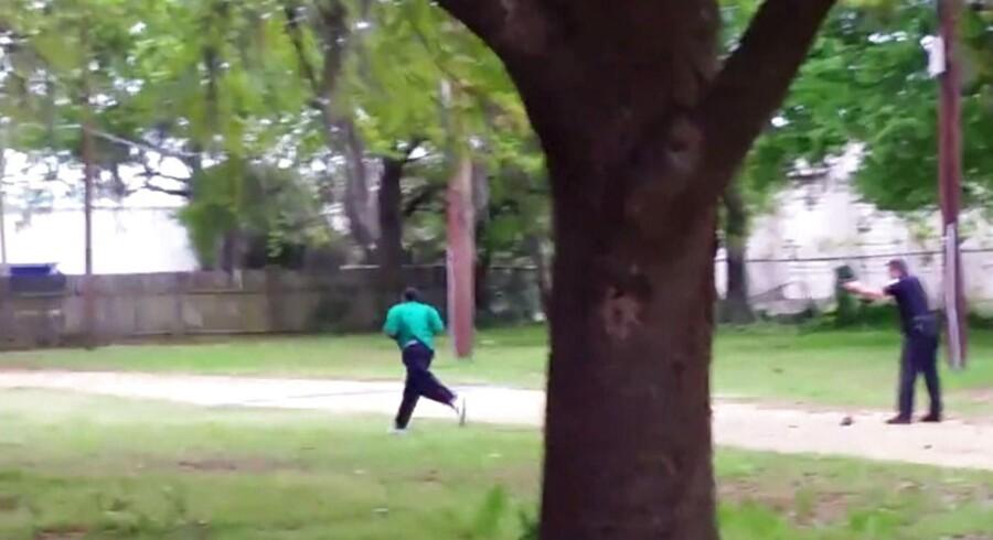 Drabet på den 50-årige Walter Scott og den efterfølgende sigtelse af den 33-årige politimand Michael Slager raser racedebatten på ny i USA, hvor der alene de seneste ni måneder har været i alt ti sager med ubevæbnede, sorte mænd, der er blevet dræbt af politiet.
