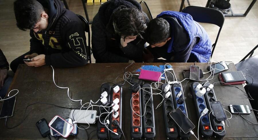 Politiet inddrager ofte asylansøgeres mobiltelefoner. De skal leveres tilbage hurtigere med flere ressourcer.