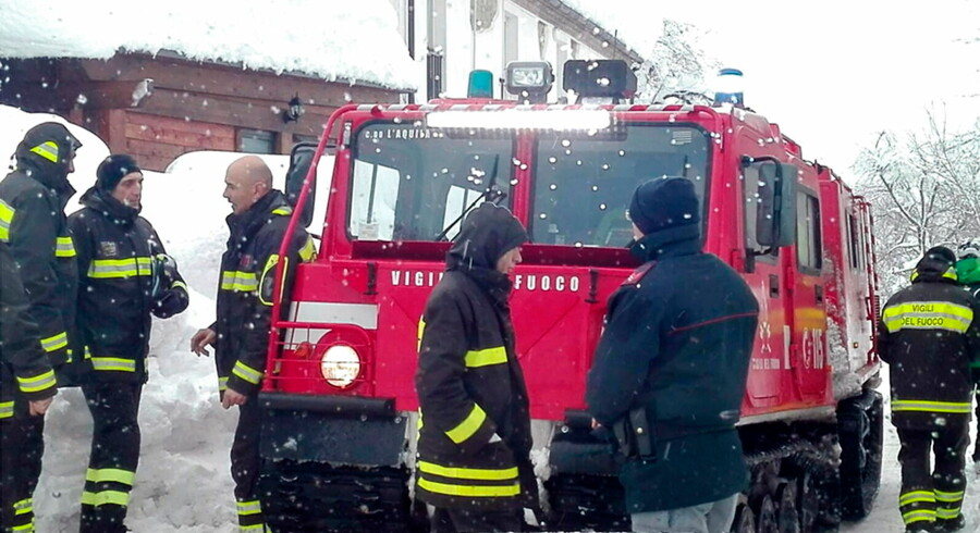 epa05729981 A handout picture provided by rescuers shows firefighters during rescue operations at hotel Rigopiano after it was hit by an avalanche in Farindola (Pescara), Abruzzo region, early 19 January 2017. According to an Italian mountain rescue team, several people have been killed in an avalanche that has hit a hotel near the Gran Sasso mountain in Abruzzo region. Authorities believe that the avalanche was apparently triggered by a series of earthquakes in central Italy on 18 January. EPA/MATTEO GUIDELLI / ITALIAN MOUNTAIN RESCUE HANDOUT BEST QUALITY AVAILABLE HANDOUT EDITORIAL USE ONLY/NO SALES