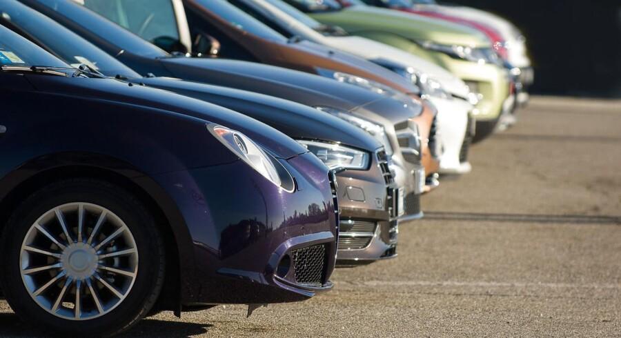 De bilister, der kører på de danske veje i leasede biler, får i gennemsnit mere ud af det brændstof, de hælder i bilen, end bilejerne. Modelfoto: Iris.