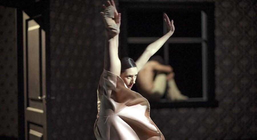 Nederlands Dans Theater i Sol León og Paul Lightfoots »Shoot the Moon«. Foto: Rahi Rezvani
