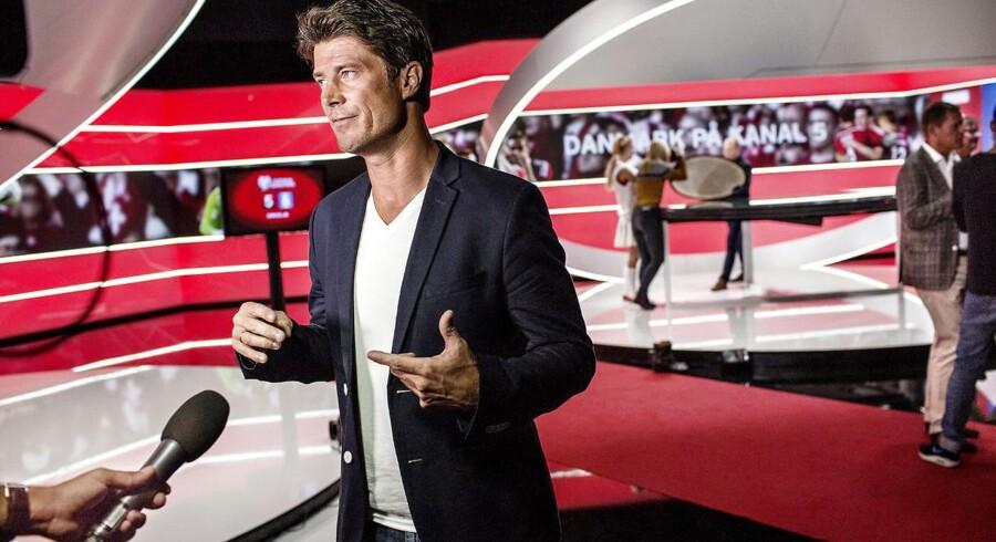 Flere tusinde danske tv-seere kan mandag ikke længere tune ind på Kanal 5 og Brian Laudrup.