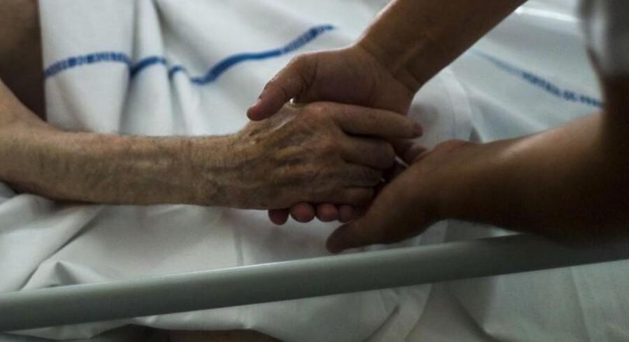Stadig flere belgiere vælger at bestemme selv, hvornår livet skal afsluttes, og få hjælp af lægen til at dø.Arkivfoto fra et hospice i Frankrig, hvor man diskuterer lovliggørelse af dødshjælp..