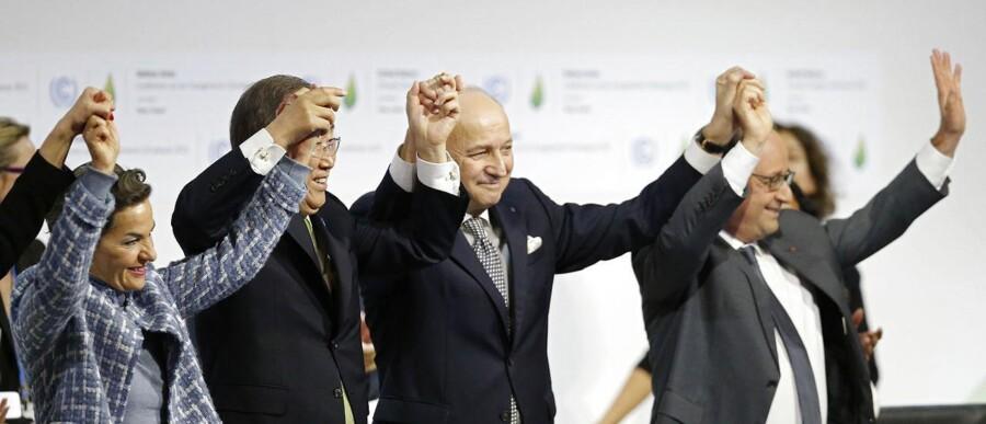 FNs generalsekretær Ban Ki-moon (anden til venstre) sammen med blandt andre Frankrigs præsident Francois Hollande samt dennes udenrigsminister Laurent Fabius, som har været i spidsen for COP21.