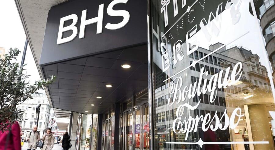 Den store kæde, BHS, der solgte møbler, husholdningsartikler og tøj, er gået konkurs. Det efterlader 11.000 ansatte uden et job og en gæld på 1,3 milliarder pund.