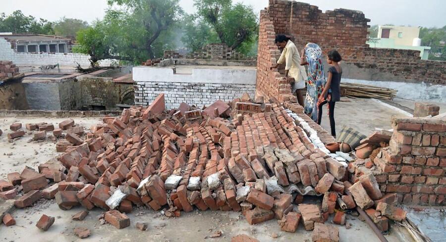 Mindst 77 er blevet dræbt, og 143 er blevet kvæstet under en kraftig støvstorm i det nordlige Indien, siger embedsmænd, ifølge Ritzau, torsdag den 3. maj 2018.. (Foto: -/Ritzau Scanpix)