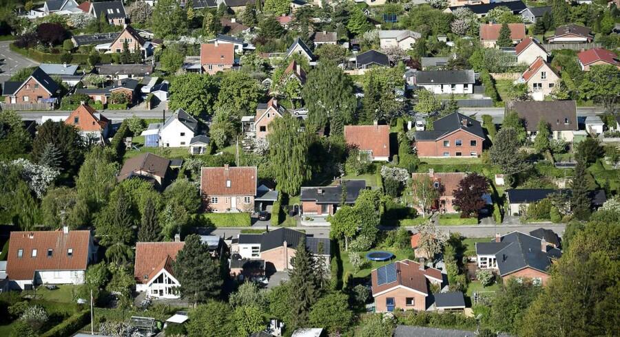 RB PLUS Regeringen vil vurdere boliger fra luften- - ARKIVFOTO 2015 af huse i Storkøbenhavn- - Se RB 26/10 2016 09.12. Når værdien af 350.000 boliger skal fastsættes, skal det ske ved hjælp af billeder fra oven, foreslår regeringen. Men ejendomsmæglerne tror ikke på idéen. (Foto: Mathias Løvgreen Bojesen/Scanpix 2016)