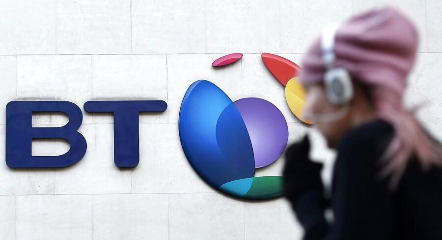 Det gamle British Telecom, i dag BT, får lov af konkurrencemyndighederne til at købe konkurrenten EE. Foto: Andy Rain, EPA/Scanpix