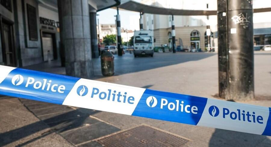 Ifølge avis har politiet ledt efter våben og sprængstof i Bruxelles-bydelen Molenbeek og to andre byer.