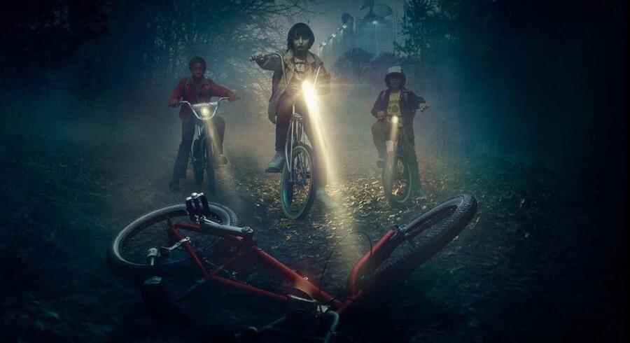 I TV-serien »Stranger Things« er de sande stjerner fire knægte og den mystiske pige, Eleven. Serien er en hyldest til barndommens store følelser og stærke sammenhold.