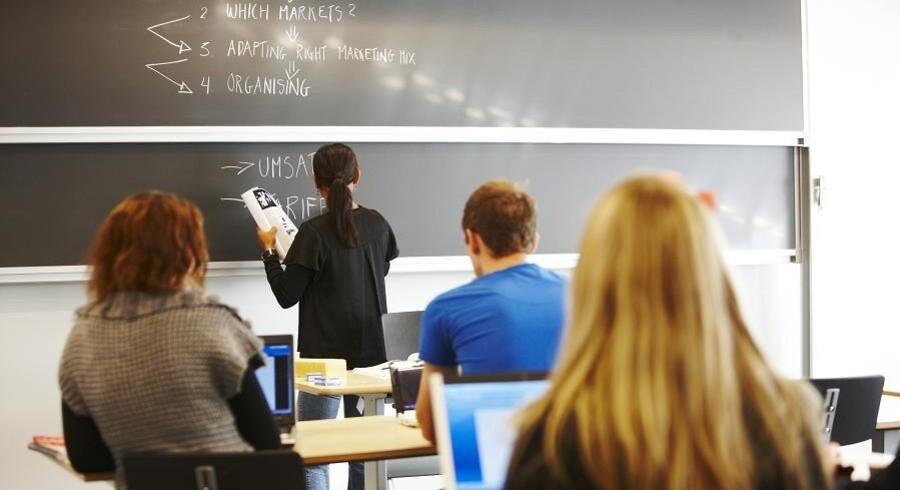 Et gymnasium kun med muslimske elever, er dagligdagen for de elever, som er startet på det nyåbnede Hindholm Gymnasium. Radikaliseringseksperten Mehdi Mozaffari mener, at gymnasiet kun er begyndelsen til at skabe yderligere parallelsamfund i Danmark. Arkivfoto. Free/Colourbox