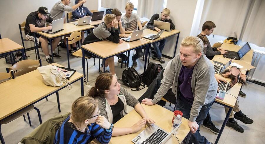 »At fjerne fokus fra karaktererne som den mest objektive bedømmelse er altså ikke nogen hjælp for unge fra kortuddannede hjem.« Arkivfoto