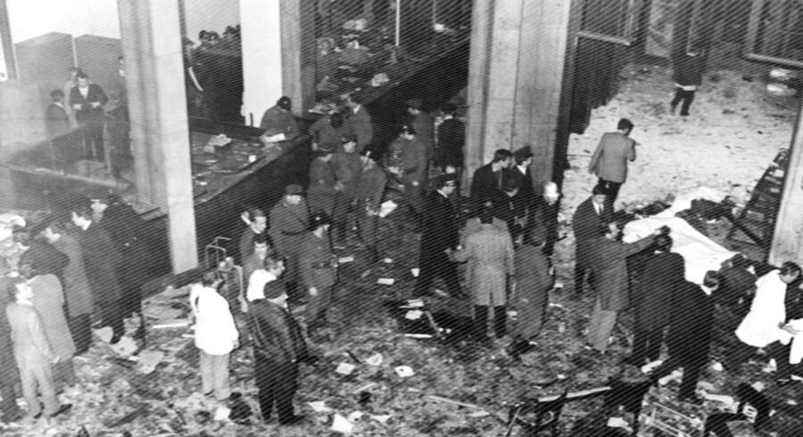 Et bombeattentat mod en bank i Milano i 1969 indledte den tumultariske periode i italiensk historie, som danner ramme for Antonio Pennacchis «Fascistkommunisten«.