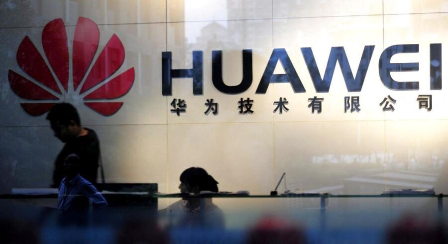 Huawei, som er verdens næststørste leverandør af mobiludstyr og verdens tredjestørste mobilproducent, overtager fra næste år TDCs mobilnet i Danmark og sender dermed sin svenske konkurrent, Ericsson, på porten. Foto: AFP/Scanpix