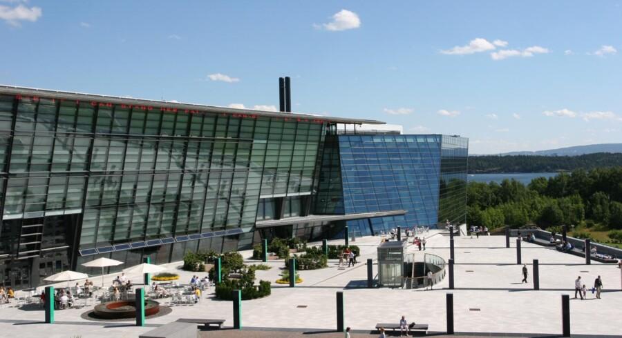Den norske Telenor-koncern har hovedsæde i den tidligere lufthavnsbygning i Fornebu uden for Oslo og har hidtil også haft en andel i et privatfly til topledelsen. Men nu er flyet solgt. Arkivfoto: Telenor