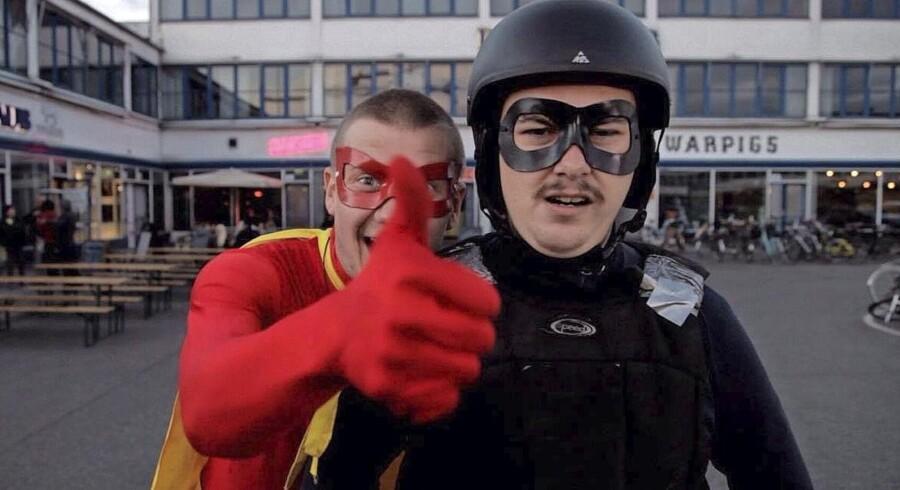 Doctor Power og Sorte Ingrid i Den Hvide Kødby. Scene fra den dansk-udviklede web-serie »Superhelt«