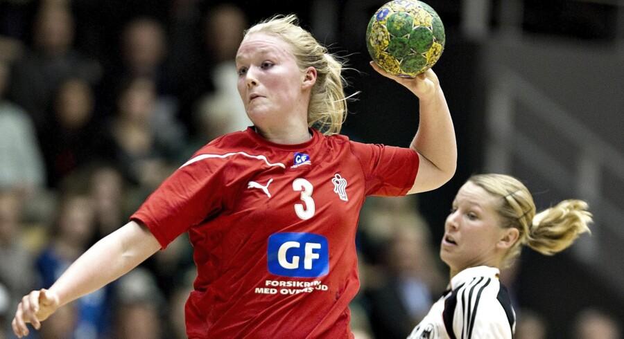 Maibritt Kviesgaard er en af tre Team Esbjerg-spillere, der nu meddeler, at de indstiller karrieren, når sæsonen er forbi til sommer. Esbjerg siger til sommer farvel til syv spillere. Scanpix/Henning Bagger