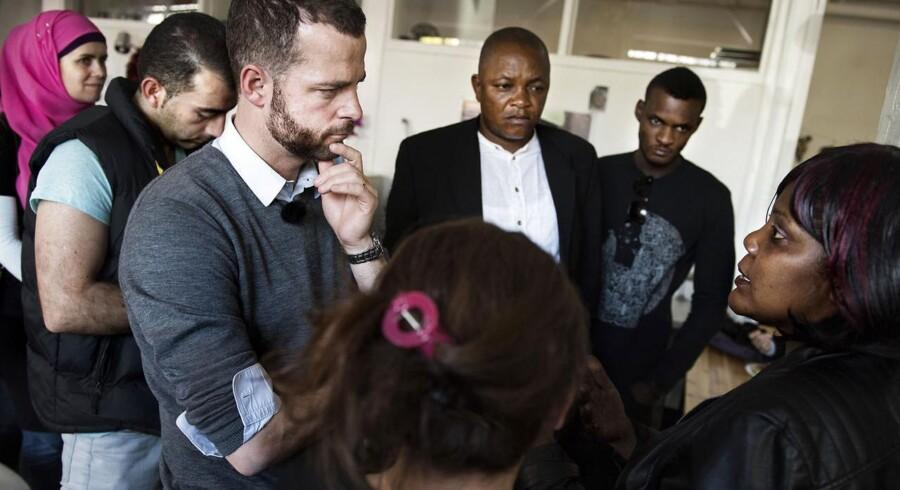 De Radikales leder, Morten Østergaard, besøgte Trampolinhuset i Københavns Nordvestkvarter, hvor ca. 350 asylansøgere og udlændinge om ugen kommer og blandt andet kan få selskab, retshjælp og et billigt måltid.
