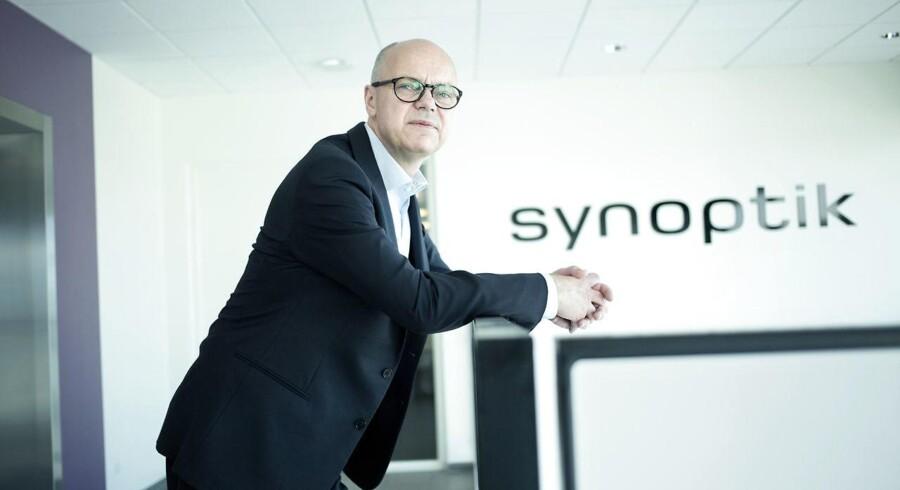 Optikerkæden Synoptik A/S udskifter sin topchef, Claus Winberg, ved årsskiftet. Dermed kan direktøren, selv om det er 10 måneder før hans oprindelige plan, ifølge eget udsagn forlade én af Nordens største optikerkæder med en god bonus i lommen.