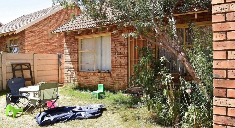En 65-årig dansker er ved en domstol i Sydafrika kendt skyldig i medvirken til mord på sin kone, voldtægt og ulovlig våbenhandel. På billedet ses danskerens hus.