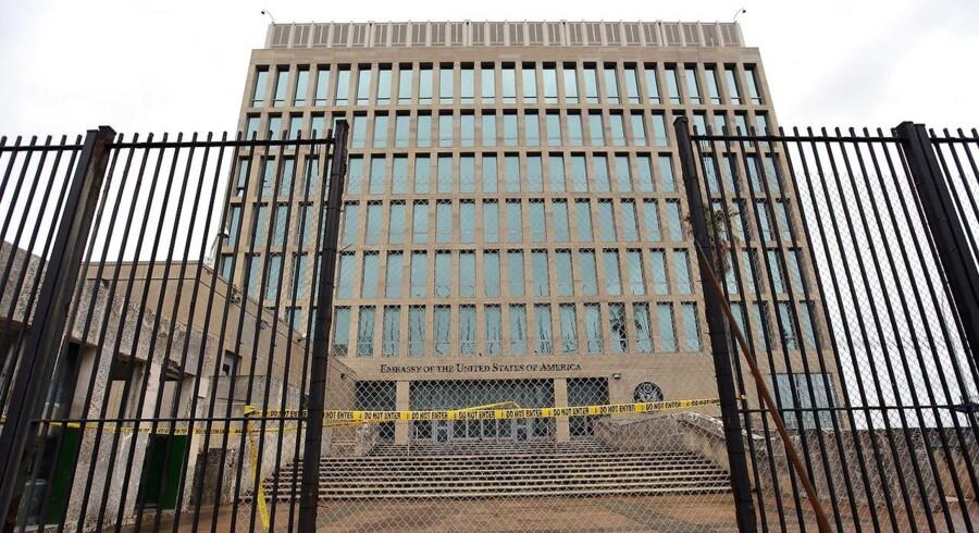 Den amerikanske ambassade i Havana. USA har tilbagetrukket halvdelen af personalet og USA bad i begyndelsen af oktober 15 diplomater fra Cubas ambassade i Washington om at forlade landet.
