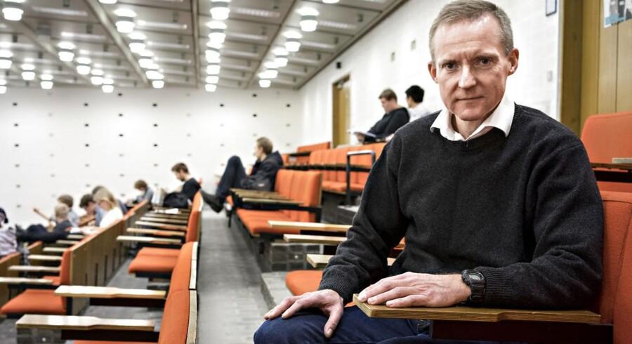 Ifølge lektor Steen Laugesen Hansen har mange naturvidenskabelige studerende på Københavns Universitet større problemer med matematik, end de burde. Foto: Søren Bidstrup