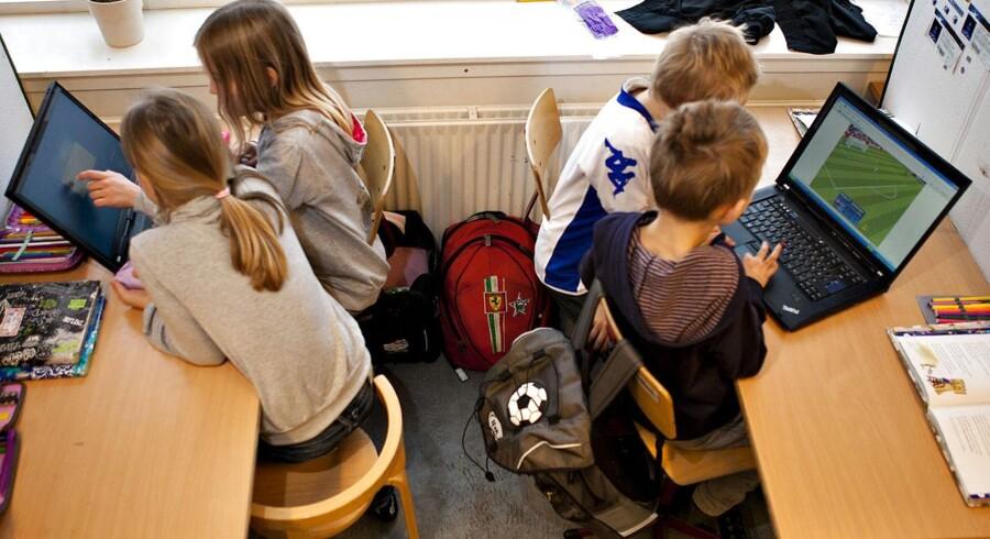 Børn og unge skal undervises i digital dannelse, siger Foreningen Skole og Forældre