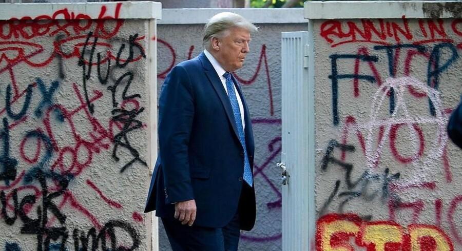 USAs præsident, Donald Trump, bærer selv en stor del af skylden for den situation, som USA befinder sig i sundhedsmæssigt og økonomisk. Der var dog begejstring at spore i Det Hvide Hus over jobrapporten for maj.