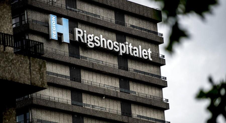 Efter et sammenstød er en person fløjet til Rigshospitalet.