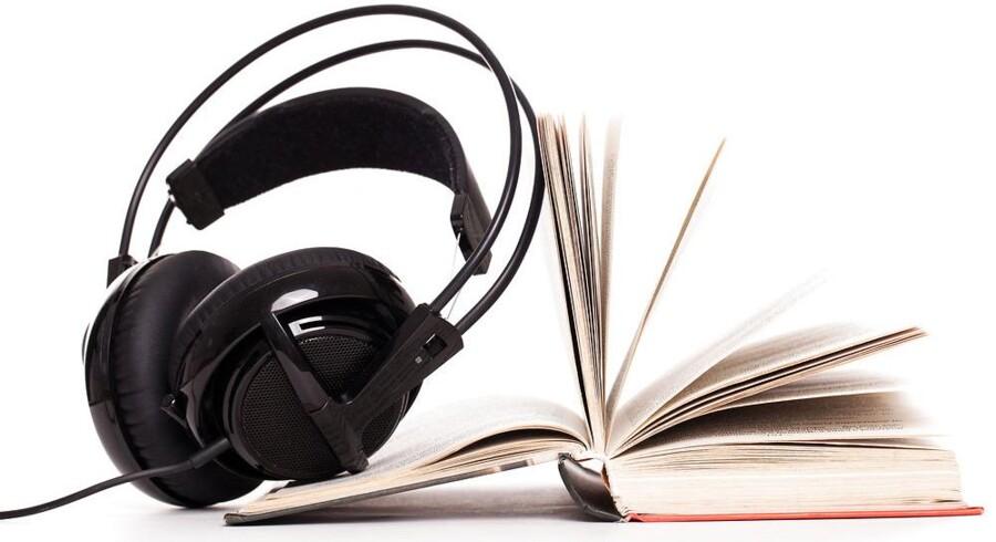 Lydbøger - altså »rigtige« bøger indlæst af typisk professionelle skuespillere og nu streamet via internetforbindelsen på mobiltelefonen eller tavle-PCen - er seneste våben i mobilkrigen, så nu skal man efterhånden se rigtigt godt efter, før man vælger abonnement. Arkivfoto: Iris/Scanpix