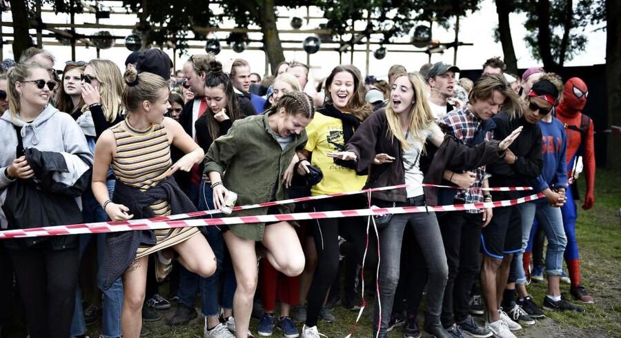 Åbningen af Roskilde Festival pladsen 2017. Her venter festivalgæsterne på at løbe ind på pladsen onsdag den 28. juni 2017.