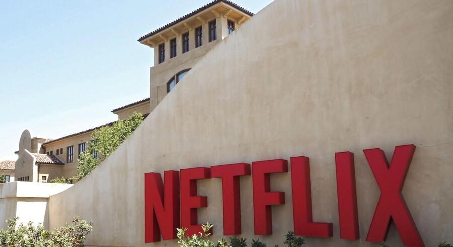 I januar meddelte Netflix, at det var slut med at tilgå indhold, som ikke var tilgængeligt i ens eget land. De såkaldte VPN's (virtual private networks) gjorde det ellers muligt for eksempelvis en dansker at få adgang til den amerikanske udgave af Netflix, som har et meget større udvalg, end vi har herhjemme, ved at ændre computerens IP-adresse.