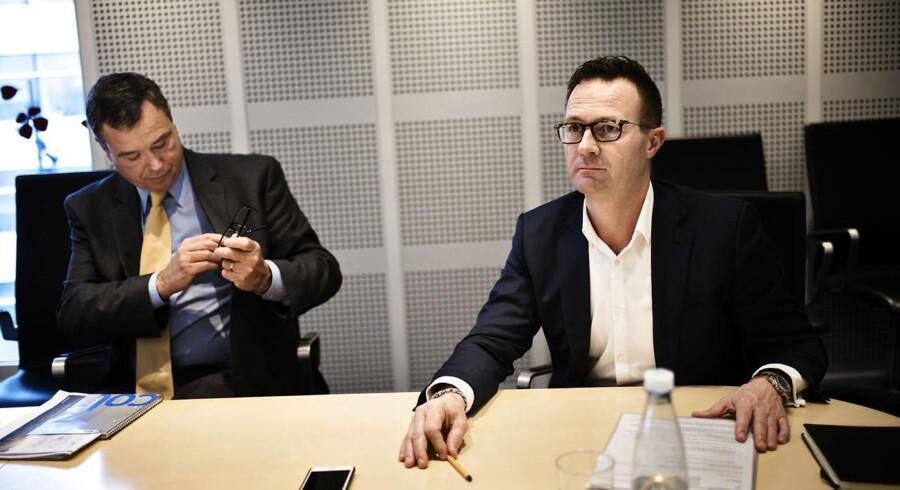 På billedet: Novozymes direktør Peder Holk Nielsen (tv.) og finansdirektør Benny D. Loft (th.).