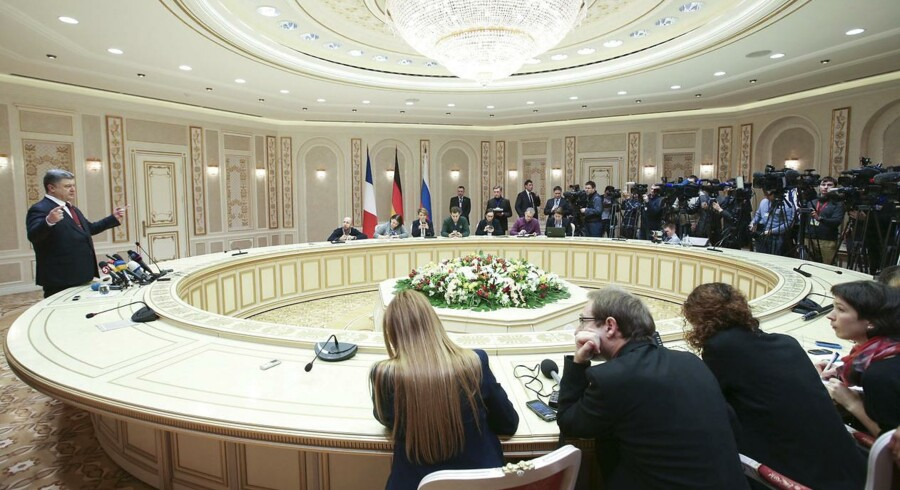 Ukraines præsident Petro Porosjenko holder pressemøde under fredsforhandlingerne i Minsk.