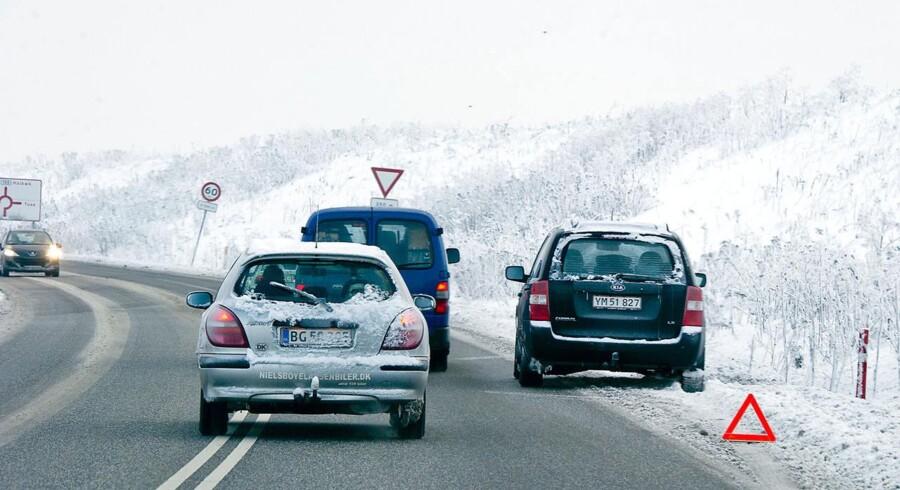 Iskold morgen har gjort vejene glatte med sort is