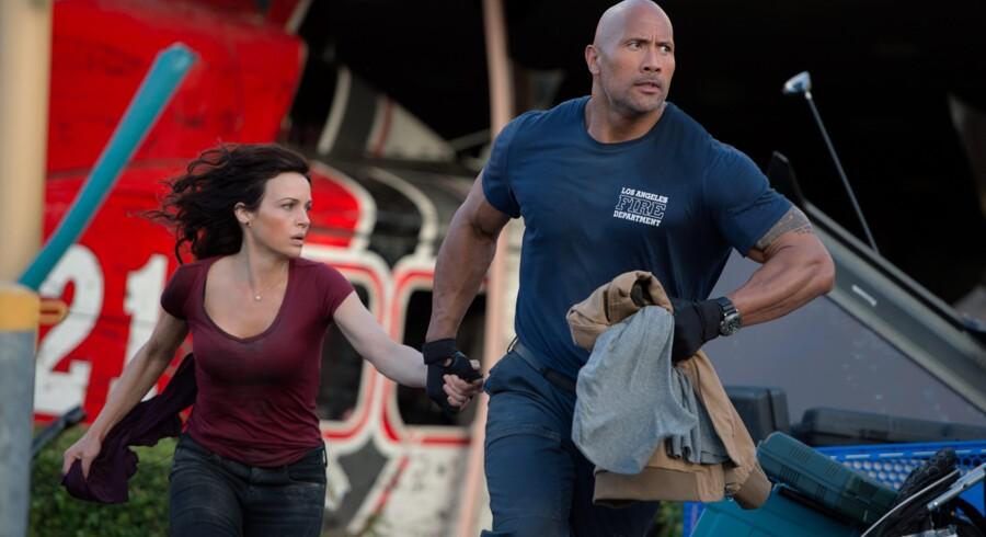 Det er Dwayne »The Rock« Johnson til højre. Alt andet i »San Andreas« er ligegyldigt. Foto: PR