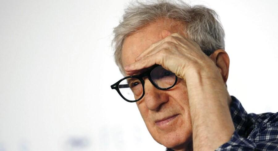 Sådan ved du, at filmen på skærmen er instrueret af Woody Allen.