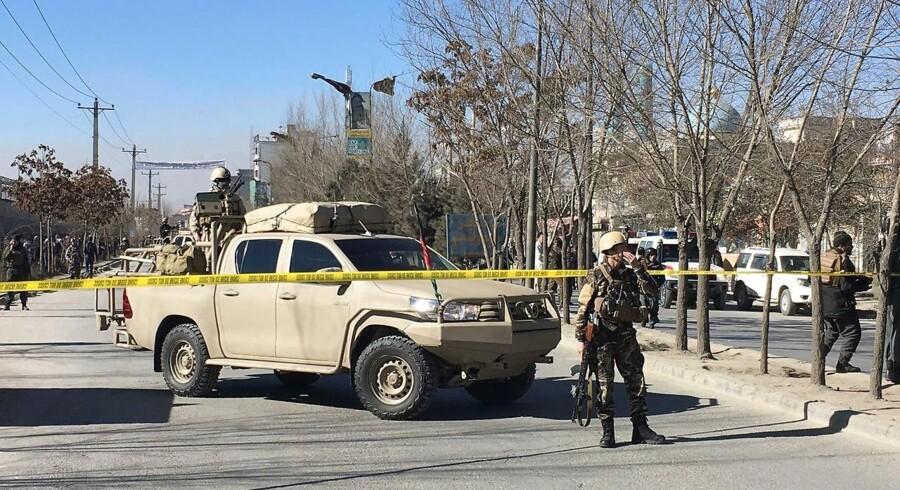 Flere bombeeksplosioner i den afghanske hovedstad, Kabul, har kostet mindst 40 livet, oplyser myndighederne.