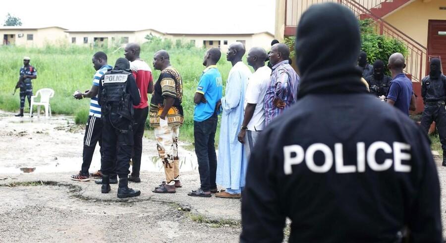 En kvinde og en mand midt i 40'erne har været udsat for et knivangreb i Gabon lørdag. / AFP PHOTO / Steve JORDAN