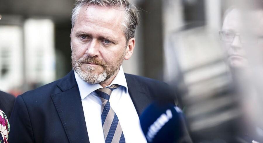 Udenrigsminister og formand for Liberal Alliance er ifølge ham selv bevidst holdt op med at tale om topskatlettelser for »et par uger siden«.
