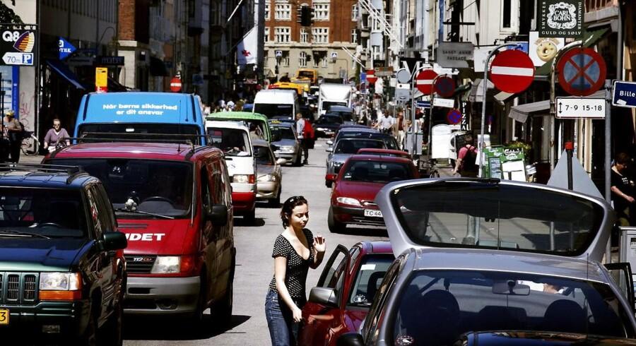 ARKIVFOTO 2012 af biltrafik i myldretid
