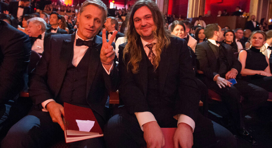Viggo Mortensen, OscarØ nominee, and guest pose for The 89th OscarsØ at the DolbyØ Theatre in Hollywood, CA on Sunday, February 26, 2017.