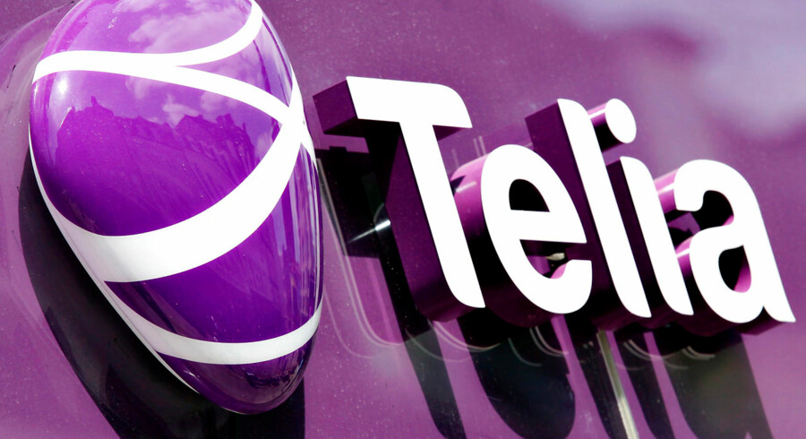 Telia har skiftet farve og identitet til TeliaSonera. Telia sælger bl.a. mobiltelefoni og bredbånd. Her er det skilt fra facade på butik på Strøget.