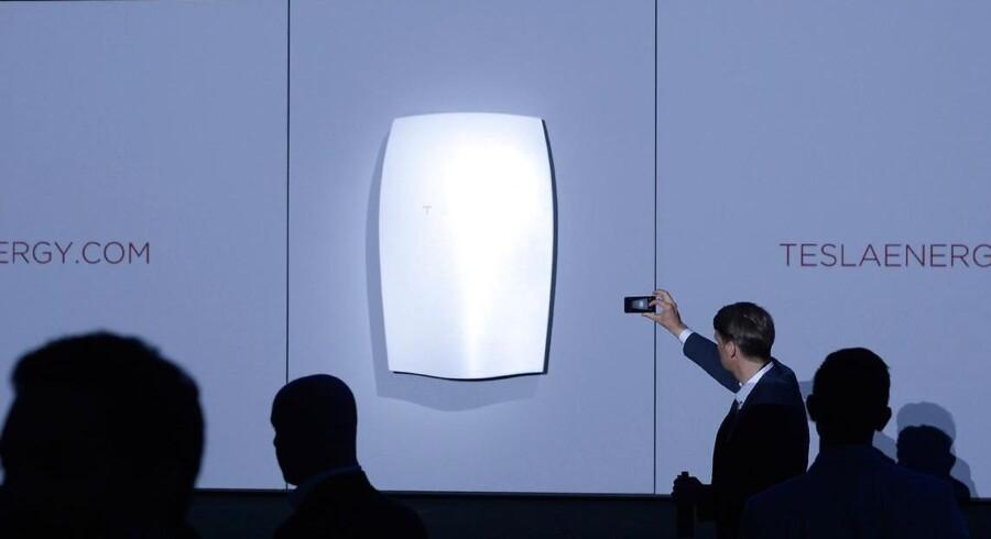 Teslas banebrydende batteri Powerwall blev præsenteret i Los Angeles i nat. Foto: Kevork Djansezian, Scanpix/Reuters