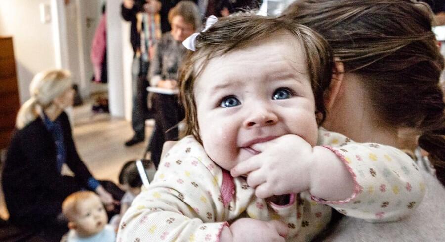 Børn af ældre mødre har en tendens til bedre trivsel - helt op i skolealderen, viser ny forskning. Arkivfoto.