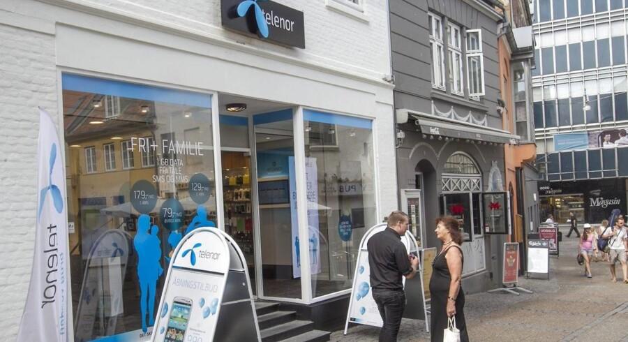 Telenor arbejder hårdt på at at få flest mulige kunder ind - senest med lokkende tilbud om billigere toptelefoner. Arkivfoto: Kim Haugaard, Scanpix