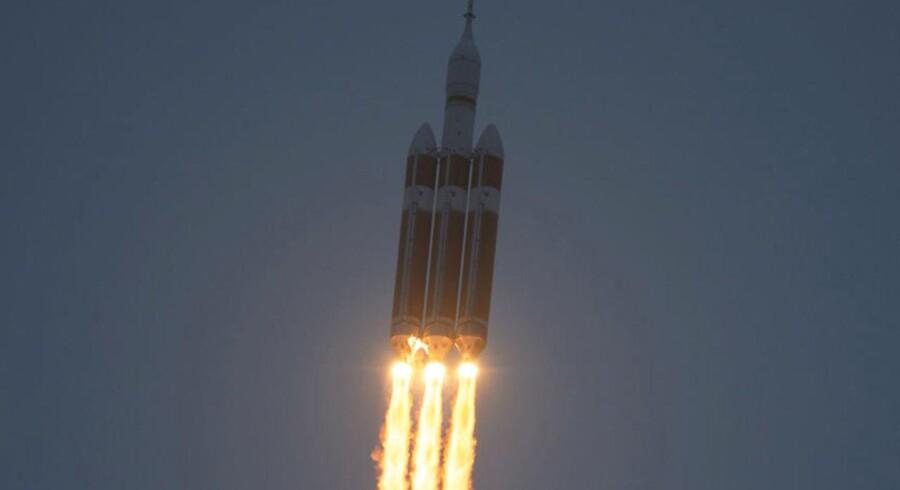 Firmaer drømmer om tankstationer i rummet. En tur til Mars og tilbage igen ville blive markant lettere, hvis der fandtes tankstationer i rummet. I dag løber satellitter hurtigt tør for brændstof.