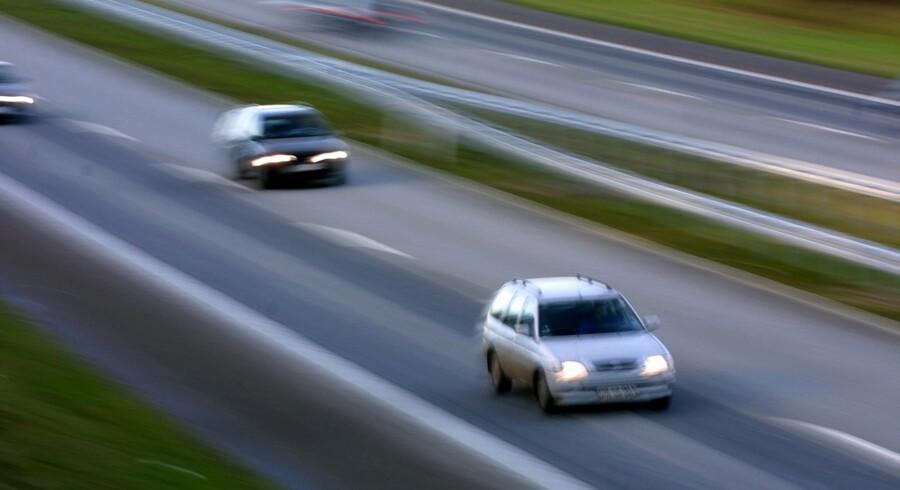 Ved motorvejsbroen ved Langesøvej mellem Blommenslyst og Vissenbjerg nær Odense anmeldte et par et muligt stenkast mod en bil. Der er ikke fundet sten, og bilen er måske ramt af noget andet. Arkivfoto. Scanpix/Erik Luntang